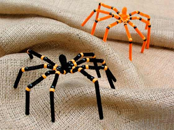 arañas con limpiapipas y abalorios