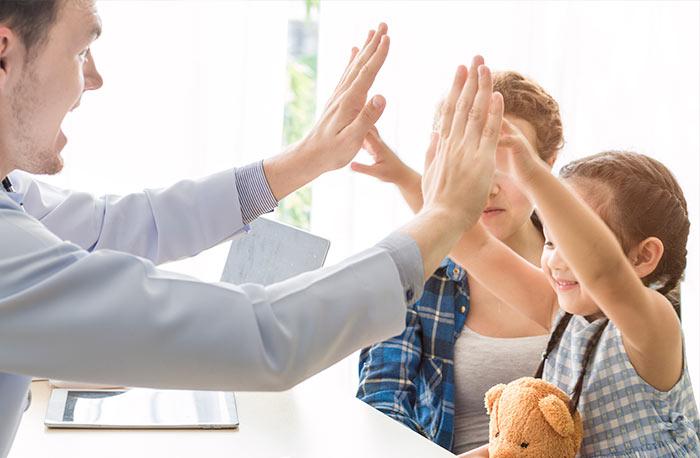 la imporancia del saludo en niños
